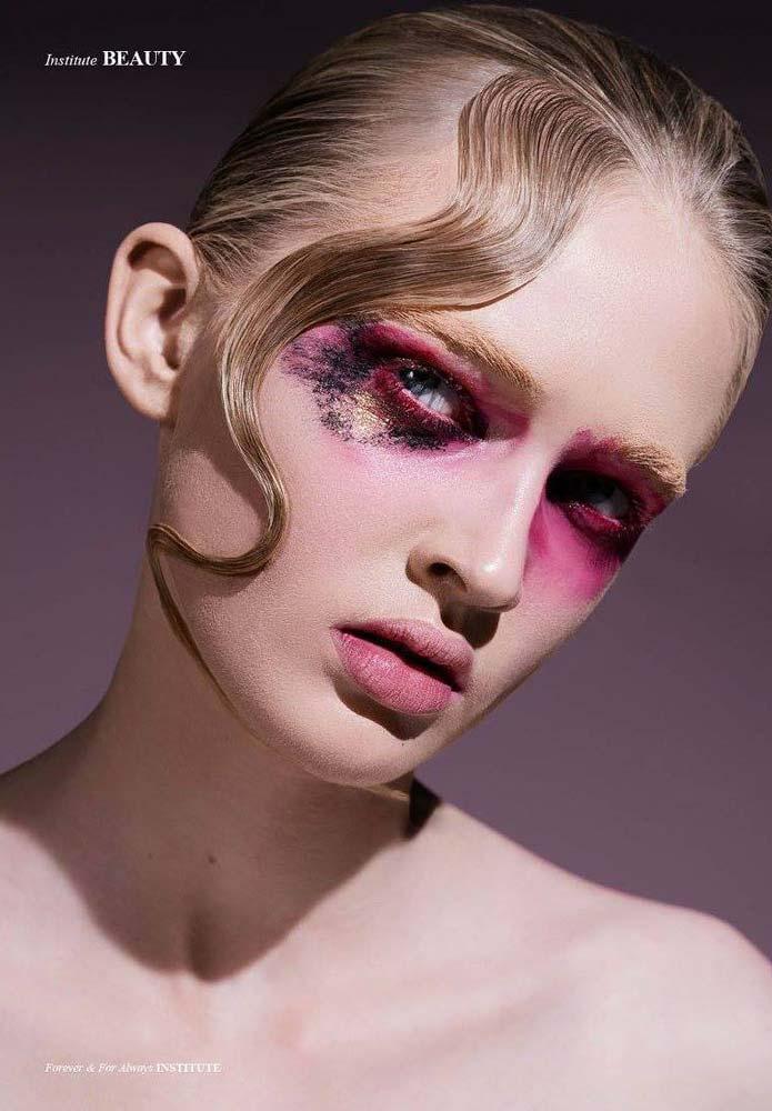 model-beauty-shoot-red-makeup-beautyful-portrait-visa-pink-eyes