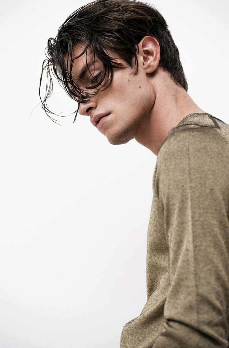 model-nick-flatt-img-maennermodel-male-wet-hair-organic-pullover-fashion-shooting