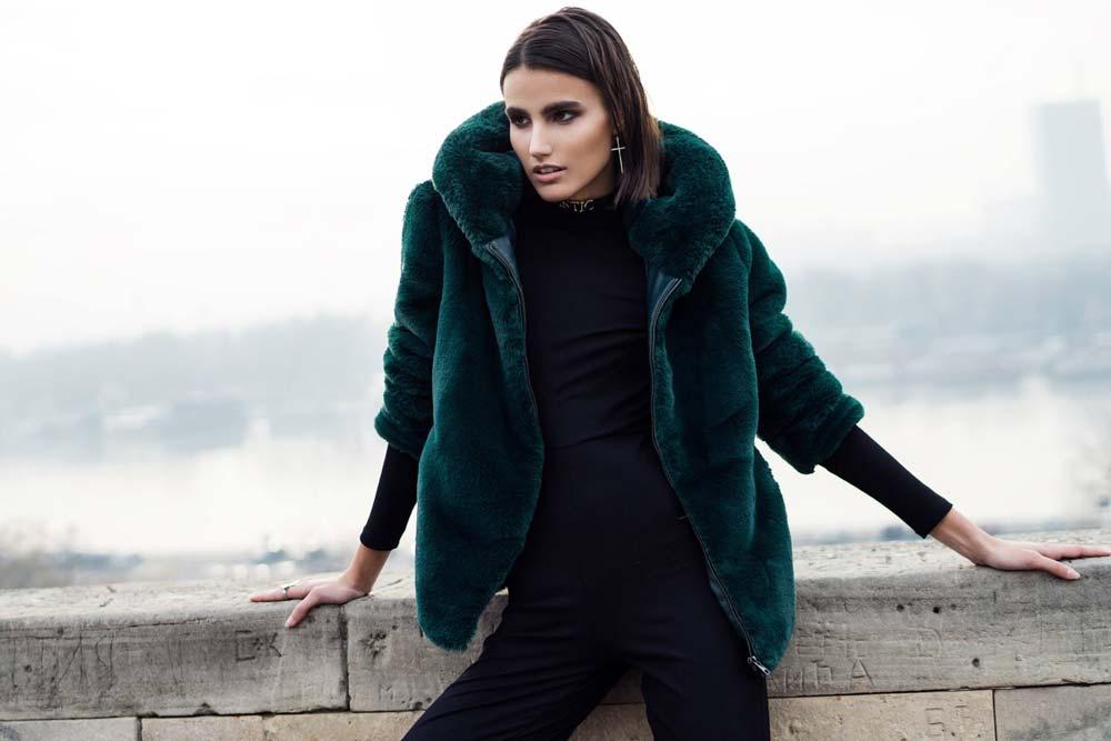 model-outdoor-fur-black-brown-hair-white-edgy-cool-chic-elegant-beautiful