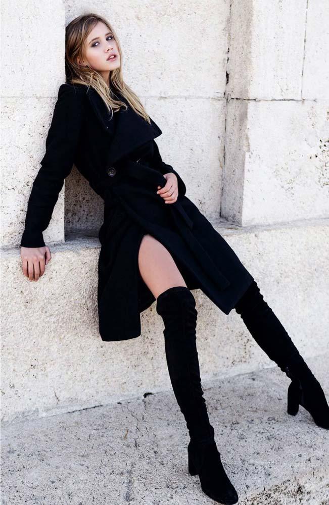 model-outdoor-overknees-black-coat-blonde-hair-beautiful-elegent-sexy-skinny