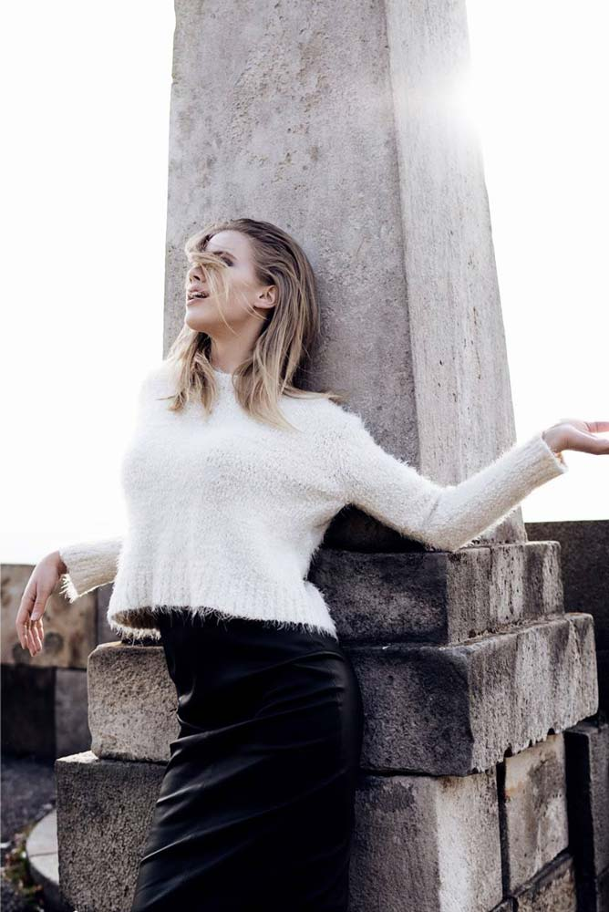 model-outdoor-white-pullover-grey-blonde-hair-fashion-beauty-angel