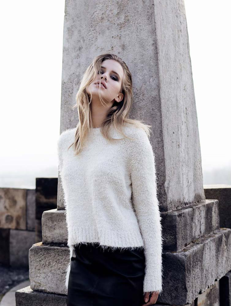 model-outdoor-white-pullover-grey-blonde-hair-fashion-beauty